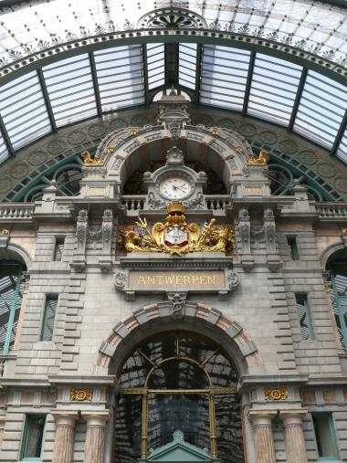 Antwerp railway station + Antwerp shopping tour